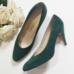 Ferragamo • Green Pumps